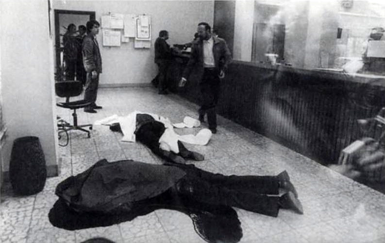 The bodies of the two security guards executed after their surrender during a bank expropriation by commando of the PGPM.